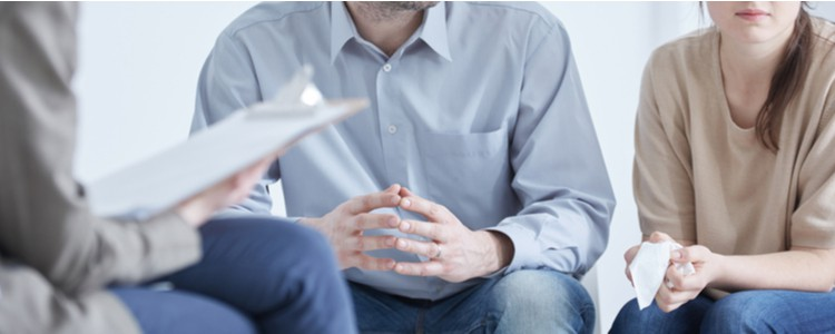 Couple in divorce mediation